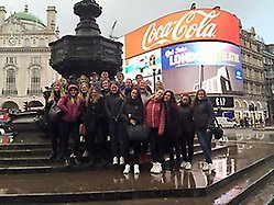 Eleverna vid Piccadilly Circus